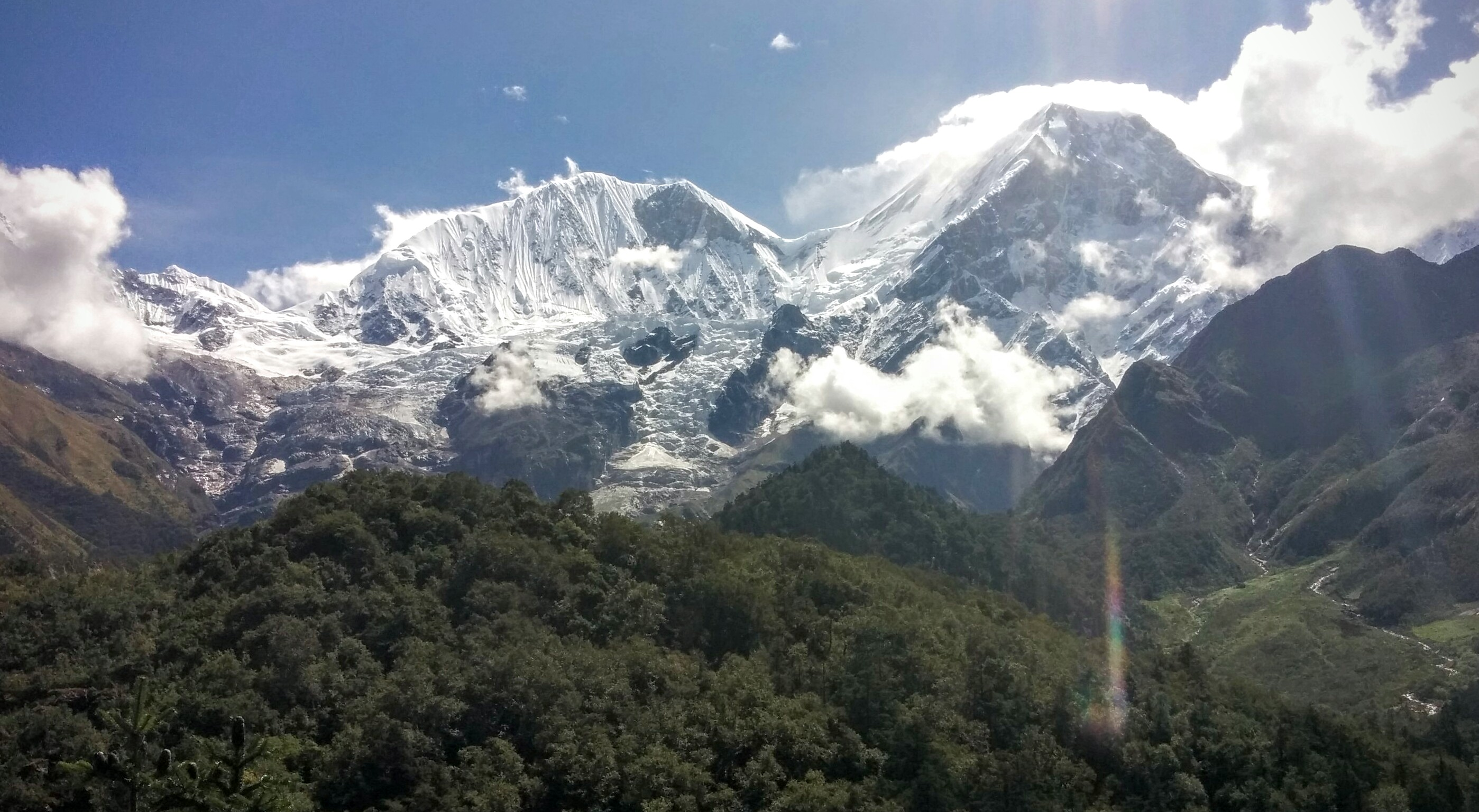First sights of mighty Manaslu